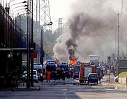 Auto in fiamme in via Barzaghi (Photoviews)