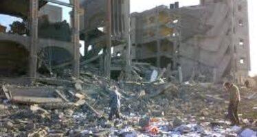 """Decine di razzi da Gaza Israele risponde con raid aerei Lieberman: """"Rioccupiamo"""""""
