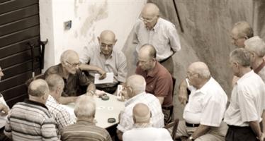 Annuario statistico Istat: «Italia paese di anziani». Calo delle nascite, più single