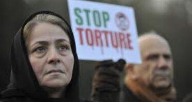 La tortura diventa reato, ma solo all'italiana