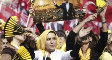 """Turchia, la rivolta è social La sfida dei """"red hacker"""" contro Erdogan il censore"""
