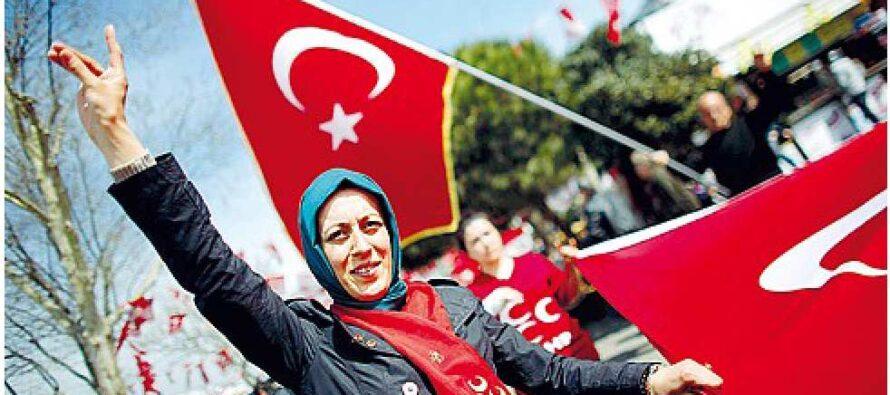 """Elif Shafak: """"Ora chi dissente vivrà come in esilio Anche l'Europa ha aiutato il Sultano"""