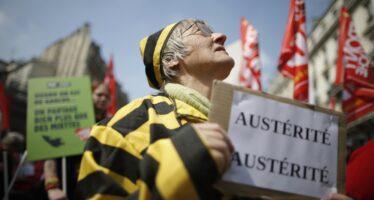 Bandiere rosse contro l'austérité a Parigi