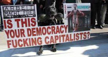 Atene: blindati contro il popolo, ingiunzioni ai governi sui deficit
