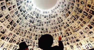 """L'inchino di Abu Mazen alle vittime della Shoah: """"Il crimine peggiore"""""""