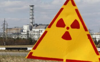 Petrolio in calo, rinnovabili e l'incubo di Fukushima così tramonta il nucleare