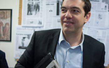 """L'ultimo urlo di Tsipras tra le bandiere di Atene """"L'austerity al capolinea"""""""