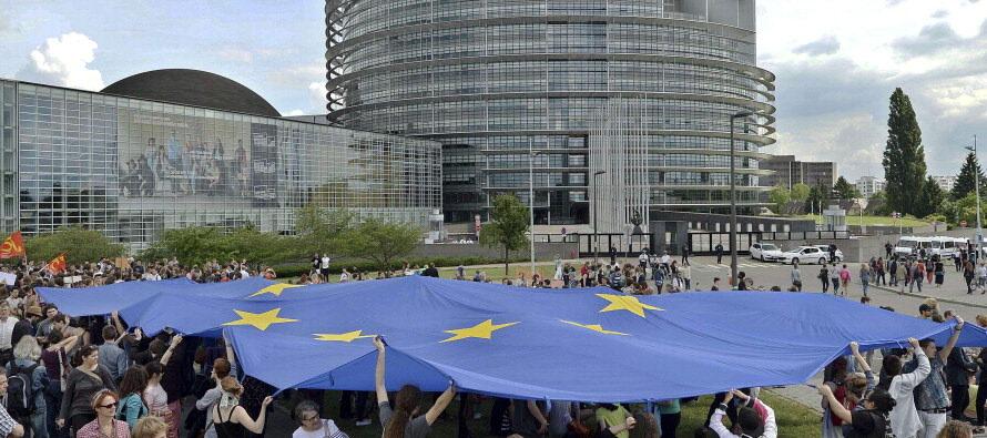 "Habermas: ""Una partita a poker per i posti di potere ma così l'Europa sarà colpita al cuore"""