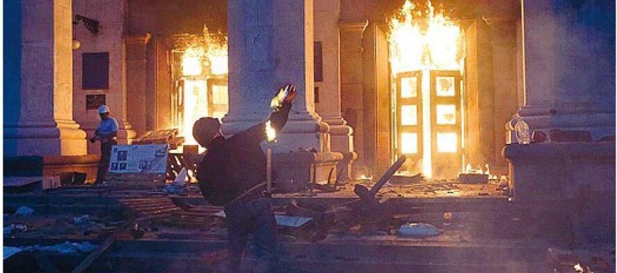 Il rogo e i salti nel vuoto I bruciati vivi di Odessa