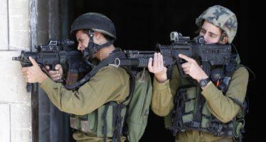 Sequestro israeliani. Hebron circondata, ucciso un ragazzo palestinese a Jalazon