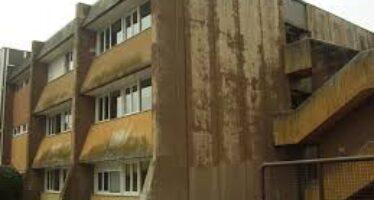 Amianto e muri che cadono: migliaia di scuole a rischio