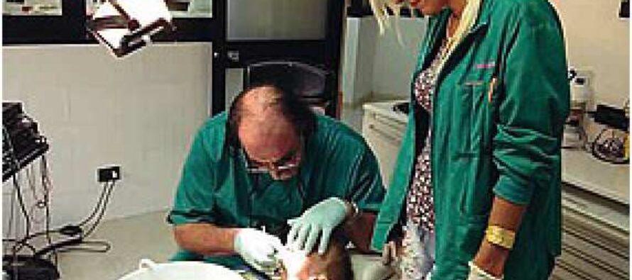 Il dentista che cura gratis i bambini in difficoltà