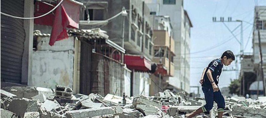 """""""Hamas viola la tregua"""" Pioggia di razzi su Israele. Netanyahu ordina i raid muore una bambina"""