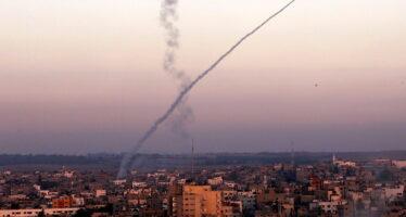 Terzo giorno di guerra già cento morti a Gaza