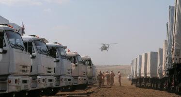 I primi camion del convoglio umanitario russo entrano in Ucraina