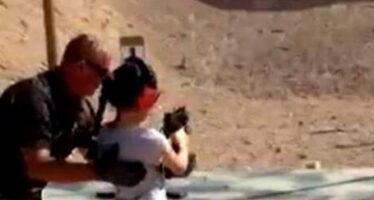 Armi, inferno d'America Bambina di nove anni uccide l'istruttore al poligono del fast-food