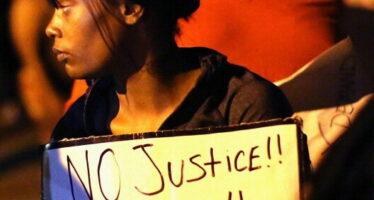 """Obama attacca la polizia """"Verità sul ragazzo ucciso"""""""