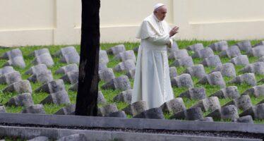 Il papa ripudia la guerra, ma la cerimonia è militarizzata