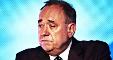 Cameron and Salmond clash as Scotland count concludes