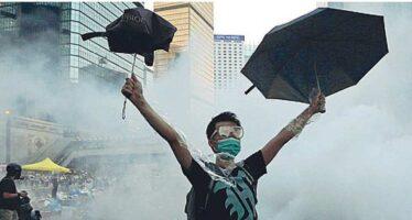 Hong Kong, in carcere i tre leader della rivoluzione degli ombrelli