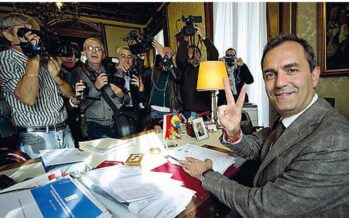 Il Tar lo reintegra, de Magistris torna sindaco