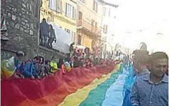 Perugia-Assisi. In centomila marciano per la pace (e chiedono lavoro)