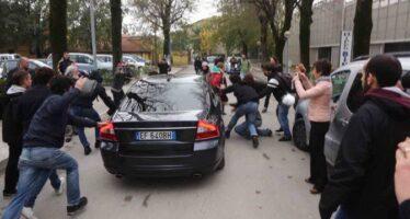 Finisce male la provocazione di Salvini a un campo rom