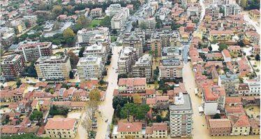 Carrara sott'acqua Codice rosso a Roma «Chi può stia a casa»