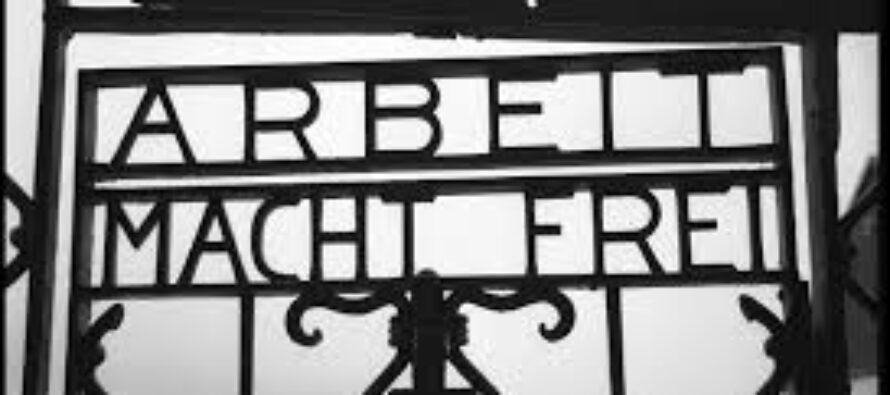 Nuovo oltraggio all'Olocausto rubata l'insegna di Dachau