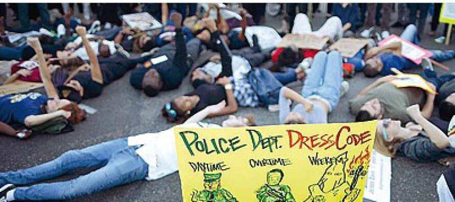 I neri a Obama: «Vieni a Ferguson» Ma il presidente ha le mani legate