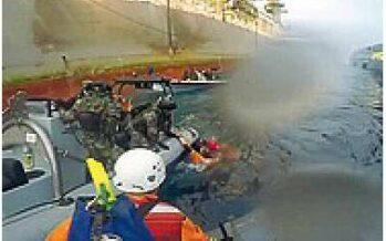 Scontro tra marina spagnola e gommoni di Greenpeace Ferita un'attivista italiana