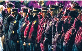 """New York, agenti uccisi la rabbia della polizia contro il sindaco de Blasio """"Mani sporche di sangue"""""""