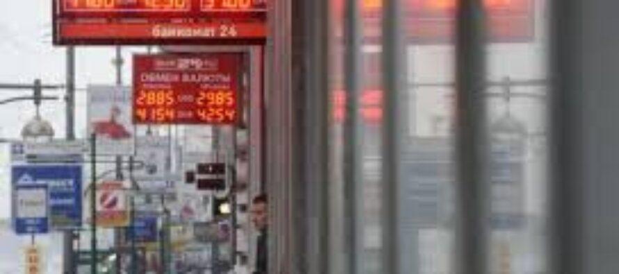 """Rublo ai minimi storici crolla la borsa di Mosca E il Cremlino accusa """"Complotto americano"""""""