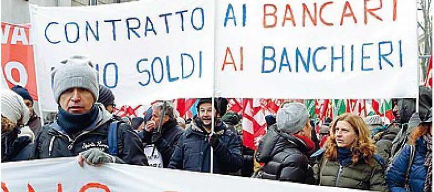 Contratto, la protesta dei bancari «Paghiamo le colpe dei manager»