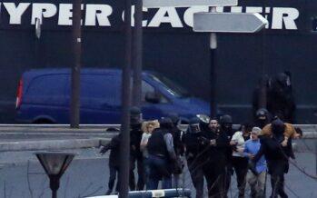 """La Francia si scopre in guerra blitz, 20 morti in tre giorni e città sotto assedio """"Tutti uniti contro la jihad"""""""