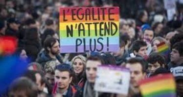 A Parigi un matrimonio su sette ha unito una coppia omosessuale