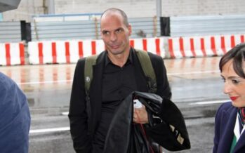 """E Varoufakis ribatte a Renzi """"Perdi l'anima"""" Sinistra divisa"""