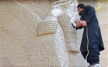 L'Isis cancella l'arte: a pezzi le statue antiche