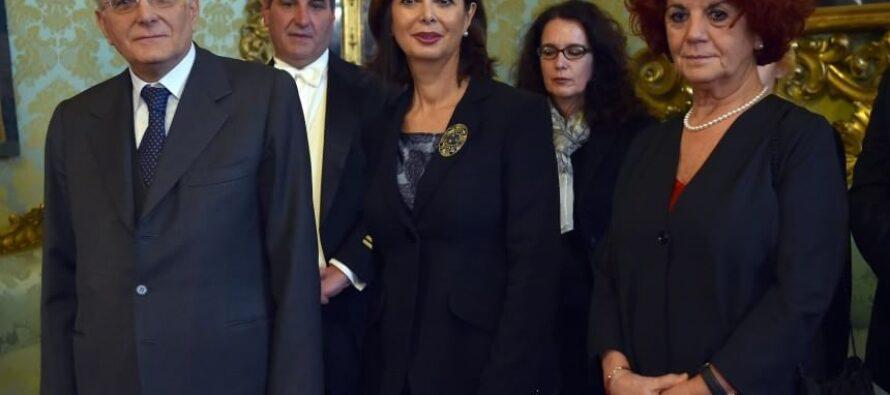 """Mattarella sfonda il quorum ecco il nuovo Presidente """"Penso a chi è in difficoltà"""" poi va alle Fosse Ardeatine"""