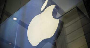 """Evgeni Morozov: """"L'accordo è un trucco, Apple paga per sembrare la coscienza del web"""""""