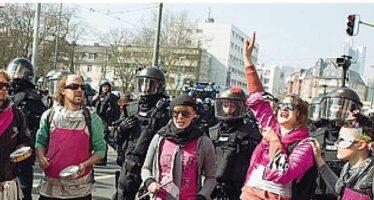 Tensione e proteste alla Bce, 350 fermati Draghi: «Serve un'Europa più solidale»
