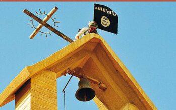 La bandiera nera dell'Isis al posto della croce