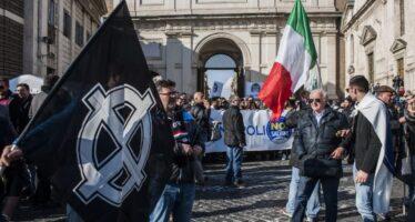 «Prima gli italiani»: destra sovranista e piazza nera contro gli immigrati