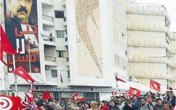 """In settantamila a Tunisi la grande marcia contro il terrorismo """"Non ci sconfiggeranno"""""""