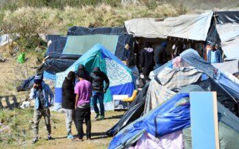 Calais, il ghetto dove il governo francese ha rinchiuso imigranti