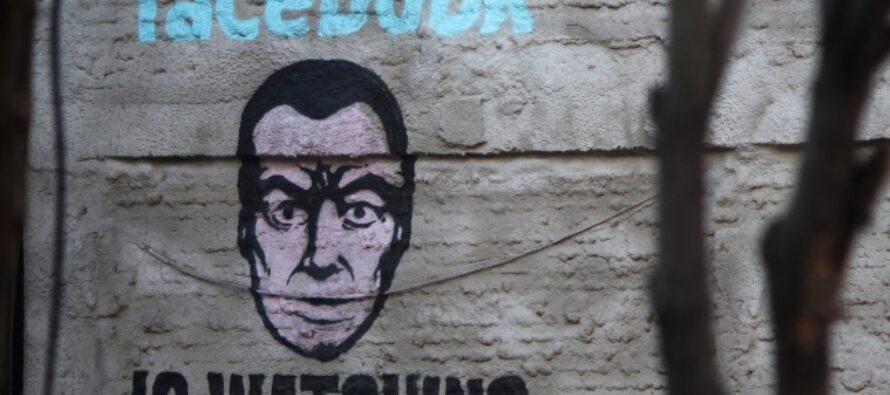 """Facebook, il grande spione sta tracciando tutti """"Anche i non iscritti: viola le leggi europee"""""""