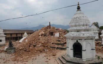 """Annuncio shock del premier """"In Nepal 10 mila vittime"""" Ancora dispersi dieci italiani"""