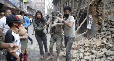 Terremoto sul tetto del mondo più di mille morti in Nepal Una valanga fa strage di scalatori