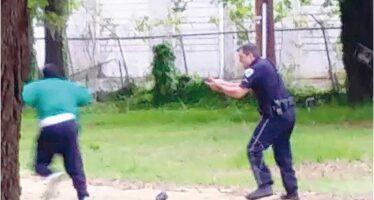 Otto colpi alla schiena Un altro afroamericano ucciso a sangue freddo