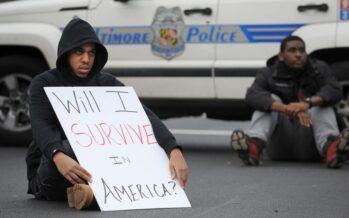 """""""La tortura del furgone per uccidere Freddie"""" Svolta a Baltimora incriminati sei poliziotti"""